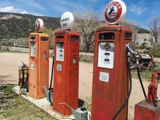 filling-station-408075_640.jpg